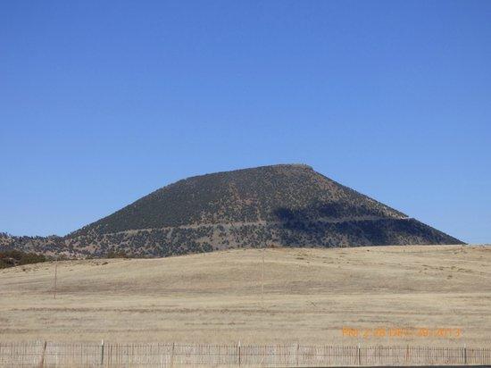 Capulin Volcano National Monument: capulin volcano from highway