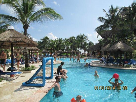 Sandos Playacar Beach Resort Piscina