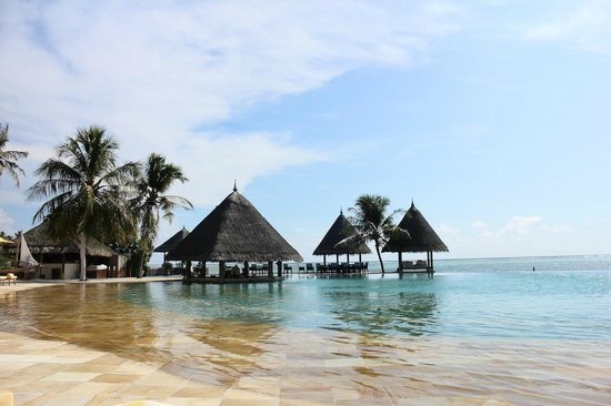 Four Seasons Resort Maldives at Kuda Huraa: piscine