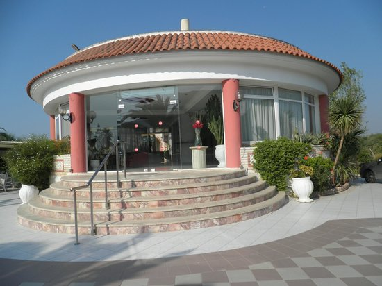 Meandros Boutique Hotel: Hotel entrance.