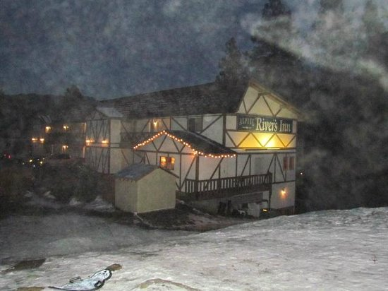 Alpine Rivers Inn: It was little foggy...but this is from outside