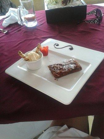 Hostal de la Luz - Spa Holistic Resort : Postre.  Brownie con helado de vainilla.  Delicioso