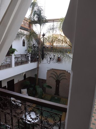 Riad Dar Sheba: View of jacuzzi from balcony