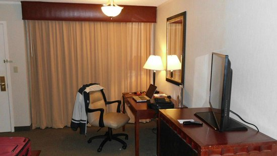 DoubleTree Suites by Hilton Hotel Philadelphia West: Desk / Work Area (Good WiFI Speed)