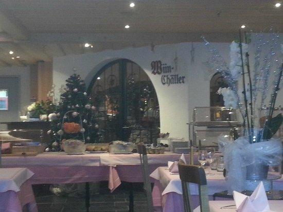 Hotel Steinbock: breakfast in restaurant