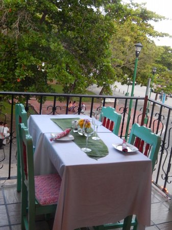 Cafe Juanita: Ready for dinner