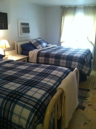 The Carriage House Suites: Suite B bedroom