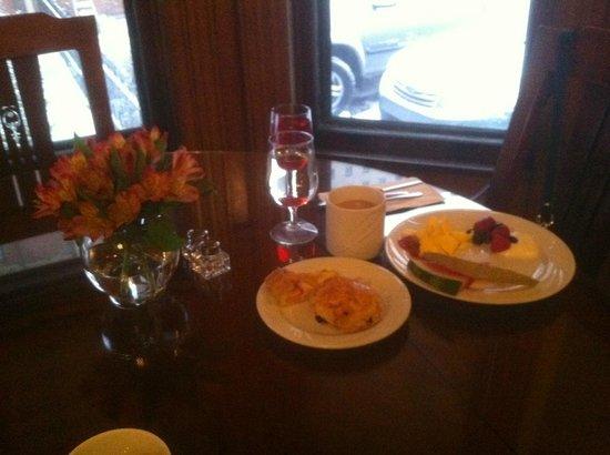 The Inn on Ferry Street: Morning breakfast is served in the Scott House