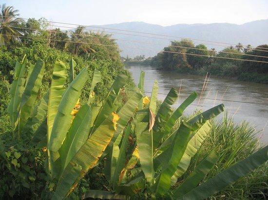 The Shrine of Our Lady of Tapao: Вид на реку Ла Нга