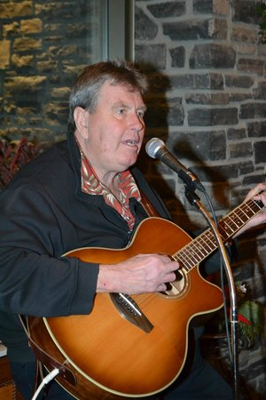 Delta Banff Royal Canadian Lodge: A singer they had there over Christmas. Nice man