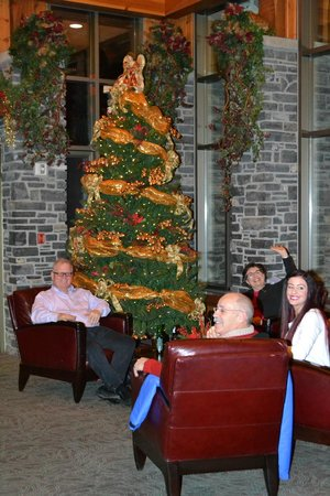 Delta Banff Royal Canadian Lodge: Sitting around the lounge and meeting people and also enjoying the hot chocolate and cookies
