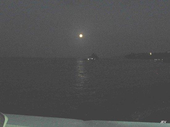 Paradise Coral Cay: Moon rising