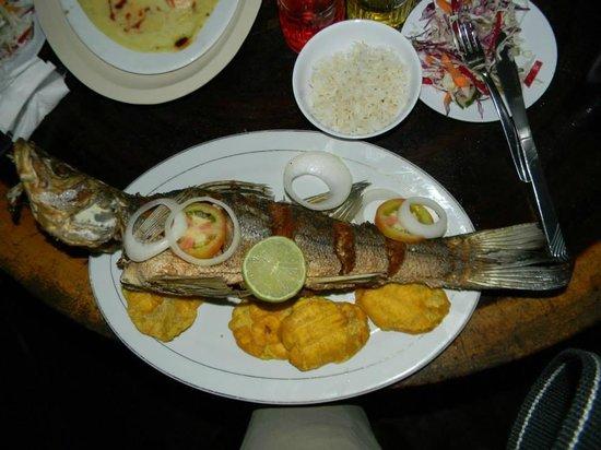 Hotel Suyapa Beach: Pescado Frito