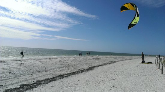 Mariner Pointe: Watching para-surfers on the beach.