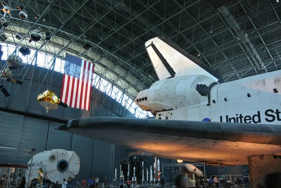 Smithsonian National Air and Space Museum Steven F. Udvar-Hazy Center: シャトル