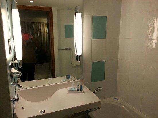 Novotel Edinburgh Centre : Bathroom