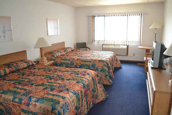 Sky Lodge Inn & Suites: Two Queen Size Beds