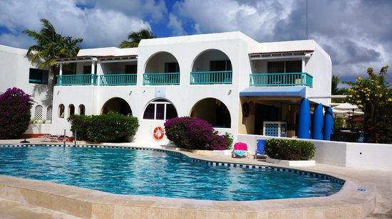 Starfish Jolly Beach Resort: View of hotel room
