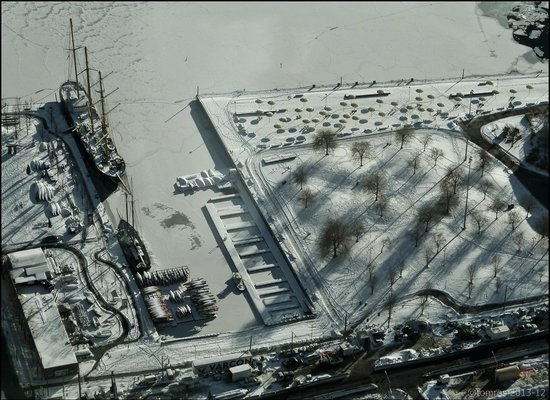 360 The Restaurant at the CN Tower: Frozen Lake Ontario from above