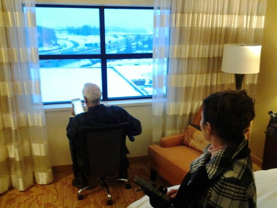 Minneapolis Marriott Northwest : View of city from the king bed room