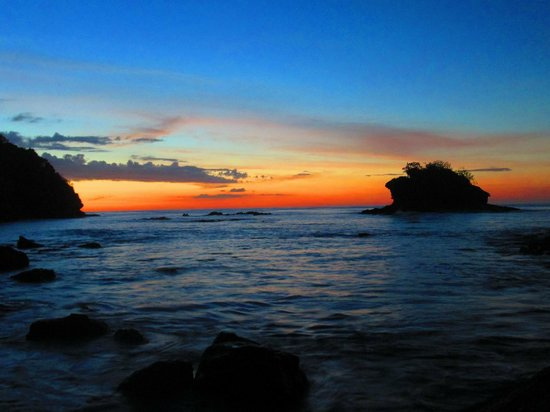Gigante Bay: Atardecer desde el extremo de la Playa Gigante