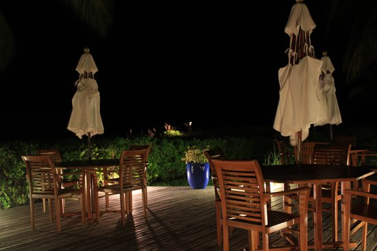 Royal West Indies Resort : Deck by the beach