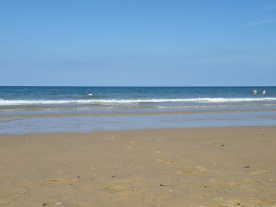 Holkham National Nature Reserve: Holkham beach and the sea