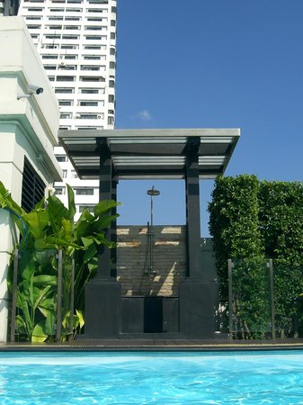 Lohas Residences Sukhumvit: rooftop swimming pool
