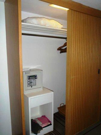BelAire Bangkok: Safe in Room