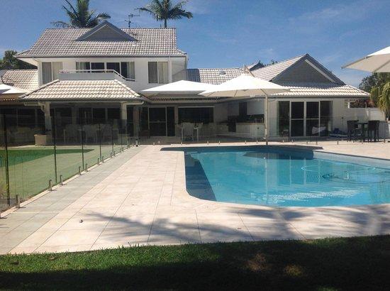 Noosa Habitat Resort B & B : Rear Pool Side