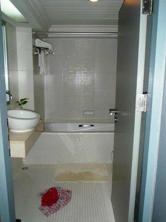 BelAire Bangkok: Bathroom