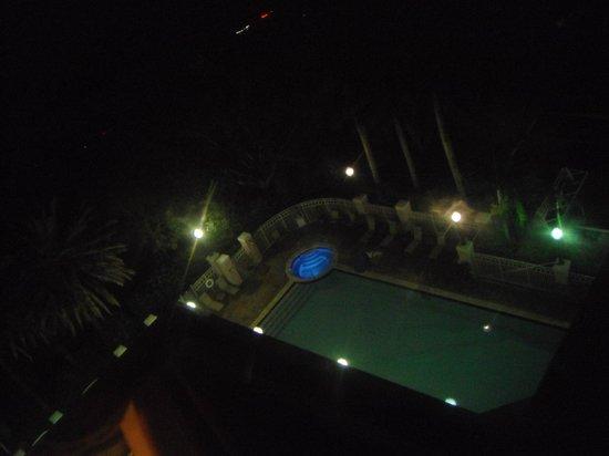 Doubletree by Hilton Sunrise - Sawgrass Mills: Piscina vista de la habitacion