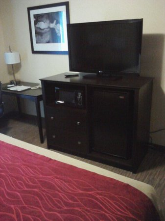 Comfort Inn & Suites: Great amenities