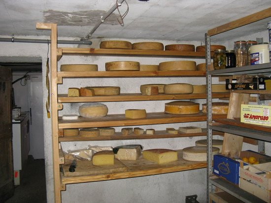 Refuge Laghi Gemelli : The cheese section...