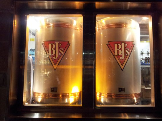 BJ's Restaurant & Brewhouse : Brewing some beer