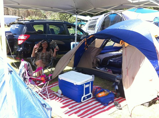 Muriwai Motor Camp: Lots of space for our two tents