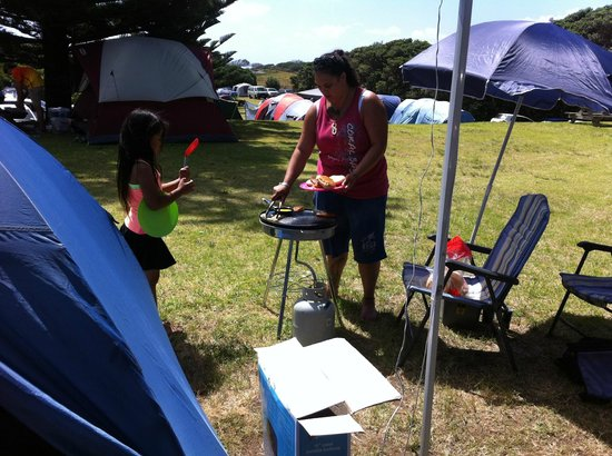 Muriwai Motor Camp: Small portable BBQ came in handy