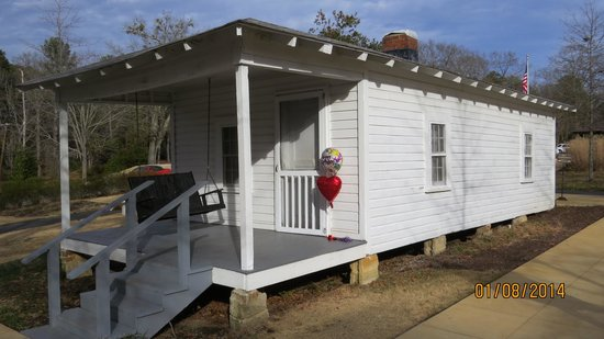 Elvis Presley Birthplace & Museum: outside of house