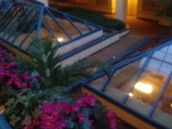 Hilton Boca Raton Suites: Atrium