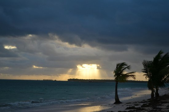 Barcelo Bavaro Beach - Adults Only: и через полчаса-небо абсолютно чистое..