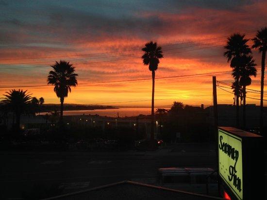 Seaway Inn: Sunrise from Room 221