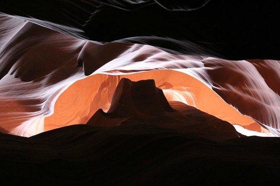 Antelope Canyon : サンセットモニュメントバレーに見えませんか!