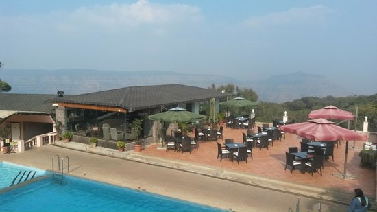 Brightland Resort & Spa: Pool Side and Bar Side Area overlooking the Valley
