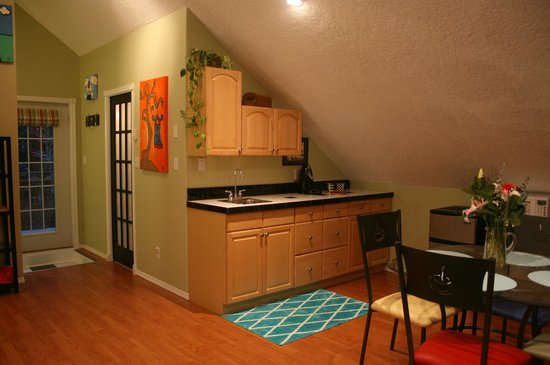 mulBerryLand Guest House: Kitchenette