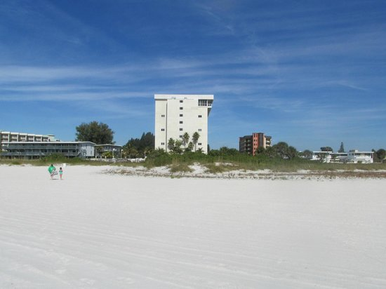 Residence Inn by Marriott St. Petersburg Treasure Island: View of hotel from the beach