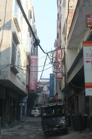 Hotel Hong Kong Inn: not suitable for families as this street has lot of traffic noise