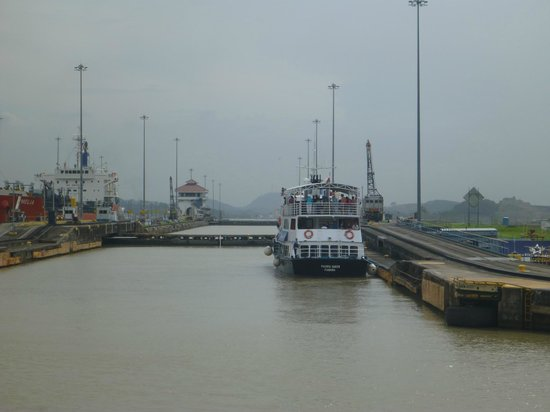 Panama Canal Partial Transit Tour: Pacific Queen waiting in the locks