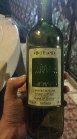 Hotel Ristorante da Graziano : Complimentary bottle of wine for the honeymooners.  We felt very welcomed.