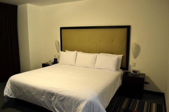 Costa del Sol Wyndham Lima Airport: Bed