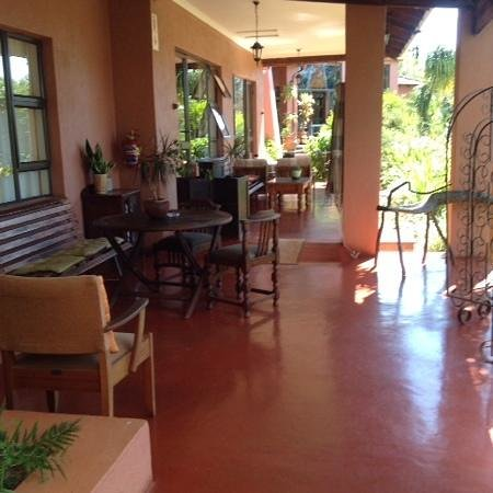 Ambience Inn: lovely covered verandas outside each room